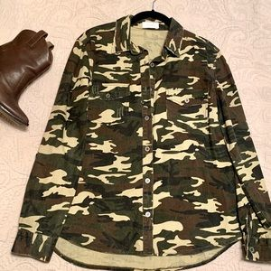 2 for $30 👏 BLVD distressed Camo button up